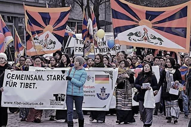 Mahnwache der Tibet Initiative zu Larung Gar in München