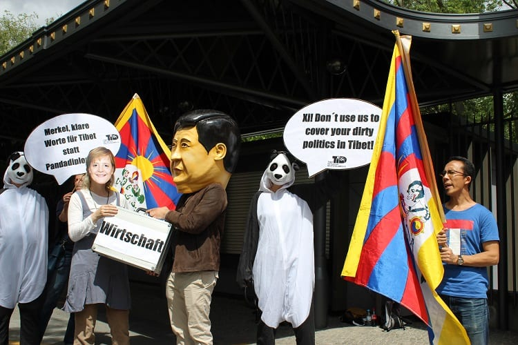Aktion: Klare Worte für Menschenrechte statt Pandadiplomatie (c) TID