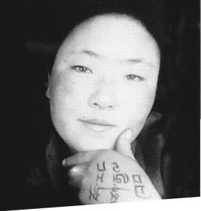 Am 25. November 2012 verbrennt sich die 17-jährige tibetische Nonne Sangye Dolma in der Gemeinde Dokarmo in Amdo (Osttibet) selbst.