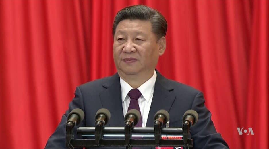 Xi Jinping vor rotem Vorhang