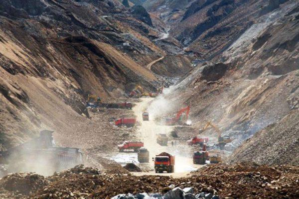Tibets Bodenschätze werden geplündert. Aufnahme aus dem Gyama Tal, nahe der tibetischen Hauptstadt Lhasa ©Michael Buckley/wildyakfilms.com