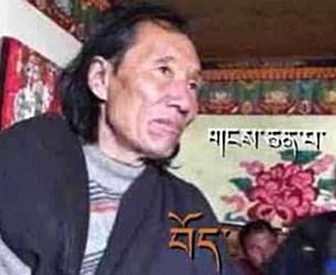Ein älterer tibetischer Mann ist zu sehen