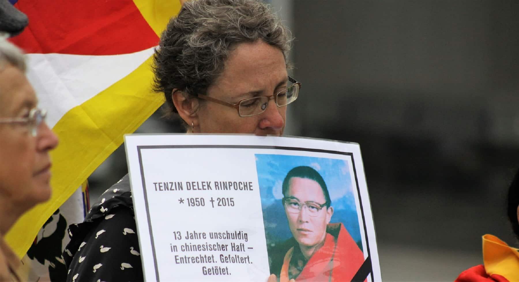 Mahnwache für Tenzin Delek Rinpoche in Berlin 2015
