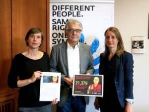 Abgabe der Unterschriften für Tenzin Deleks Freilassung an Christoph Strässer