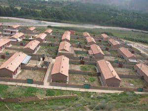 In Betonbauten wie diesen werden die Nomaden zwangsangesiedelt. Foto: freetibet.org