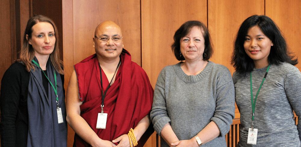 Abgabe von 7000 Unterschriften für Yeshe Cheodron und Lhamo Kyab mit Golog Jigme und der Menschenrecthsbauftragten Dr. Bärbel Kofler