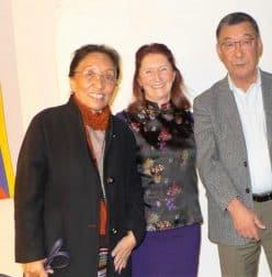 Rinchen Khando und ihr Ehemann Rinpoche Tendzin Choegyal. Bruder des 14. Dalai Lama mit Barbara Bräuer, Mitglieder der Regionalgruppe der Tibet Initiative in Schwäbisch Hall/Hohenlohe.