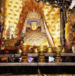 Altar im Jokhang Tempel