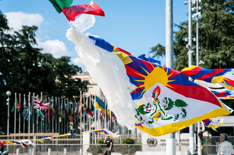 Tibetflagge vor dem UN Gebäude in Genf
