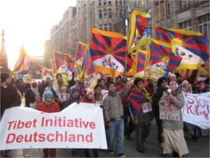 Mahnwache zum 10. März mit Infotisch in Hamburg @ Jungfernstieg/Nähe Europapassage